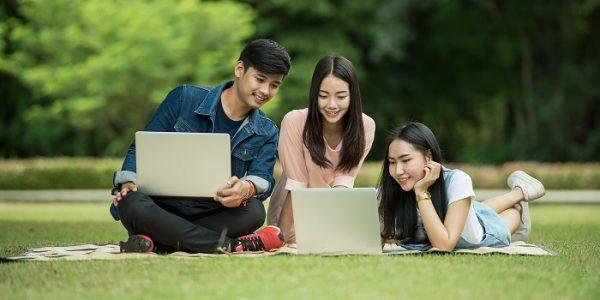 students-at-park